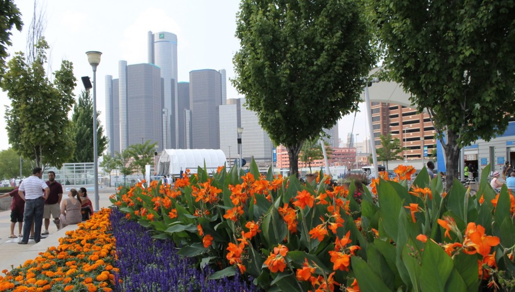 Looking at the Rencen from the Riverwalk.