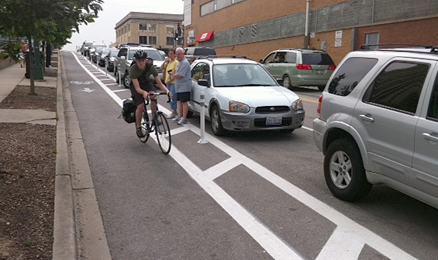 Separated bike lanes in Chicago via NACTO