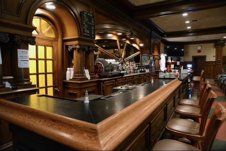 Main bar at the Giovanni Caboto Club, via website