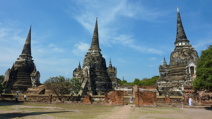 Chedis at the Ayutthaya Historical Park in Thailand. By G2nfreeb via Wikipedia (Creative Commons License)