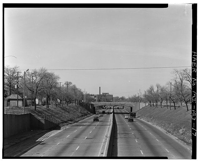 LONG VIEW WEST, FROM WOODWARD AVENUE BRIDGE - Davison Freeway from M-10 to Oakland Avenue, M-10 to Highland Park, Highland Park, MI. Library of Congress. HAER MICH,82-HIPA,1–17.